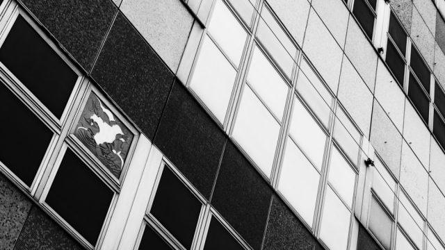 Architektur-Details in schwarz-weiß